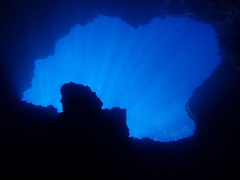ブルーホール光のシャワー
