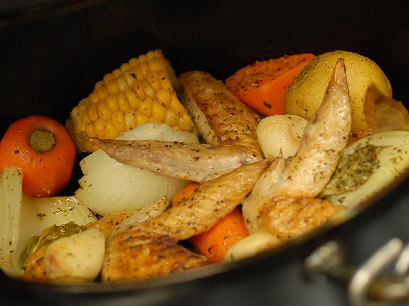 鶏と野菜のダッチオーブン焼き